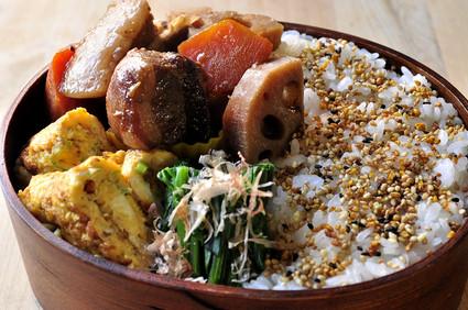 豚バラ煮とネギ玉子焼きのお弁当_b0171098_812545.jpg