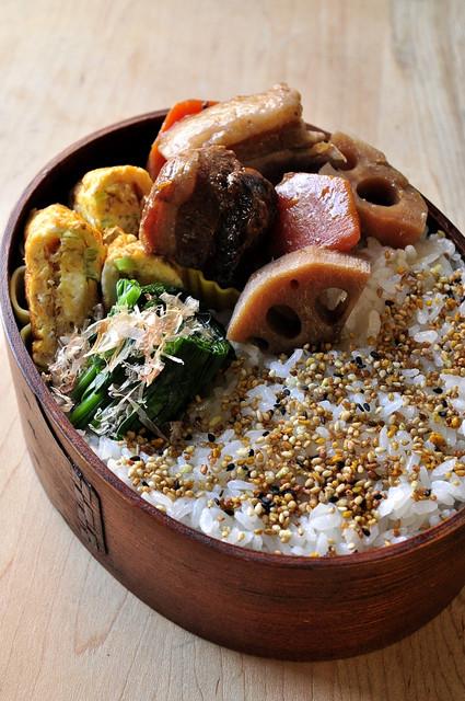 豚バラ煮とネギ玉子焼きのお弁当_b0171098_864333.jpg