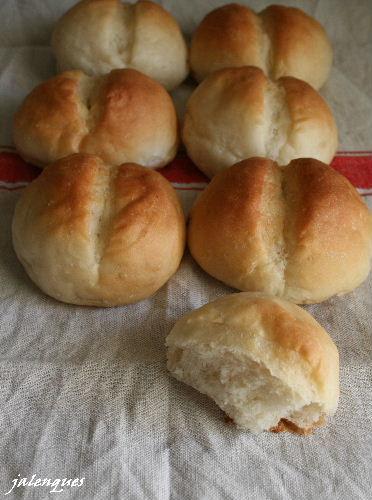 自家製りんご酵母で、プチパンとレーズンとくるみのブール。_f0082141_7304318.jpg