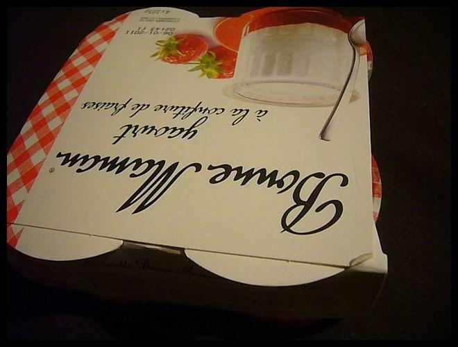 【スイーツ】イチゴ粒々たっぷりジャムがはいったBonne Mamanヨーグルト(フランス)_a0014299_18521967.jpg