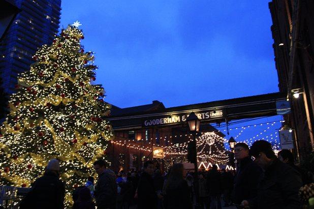ディステラリーで クリスマス・マーケット_c0126120_17404755.jpg