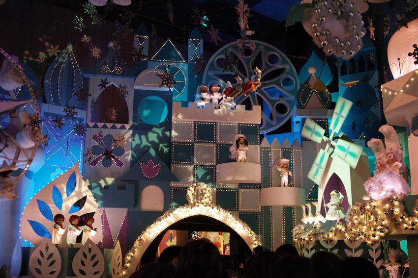 Tokyo Disney Land X'masFantasy2010③~it\'s a small world~_c0223825_2131788.jpg