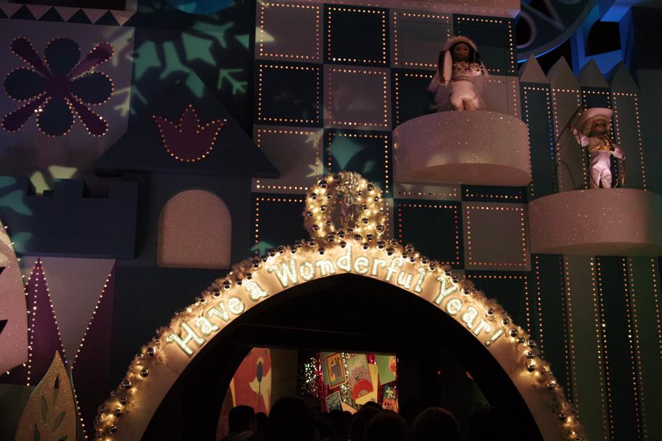 Tokyo Disney Land X'masFantasy2010③~it\'s a small world~_c0223825_2141265.jpg