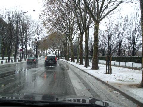 パリは今日も雪です。_c0090198_4483523.jpg