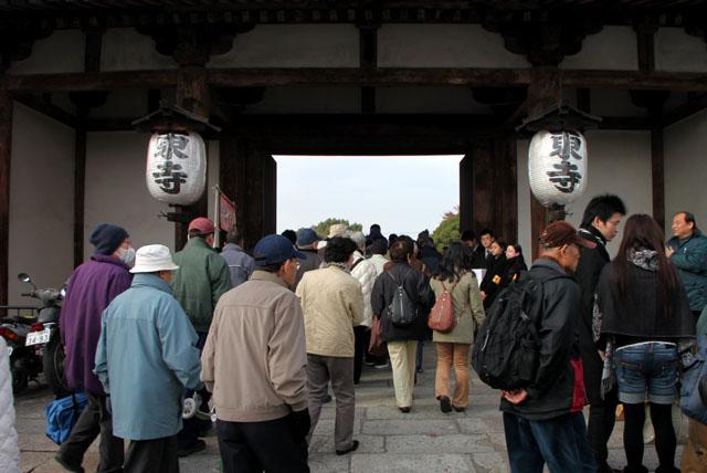 東寺 しまい弘法_e0048413_1864824.jpg