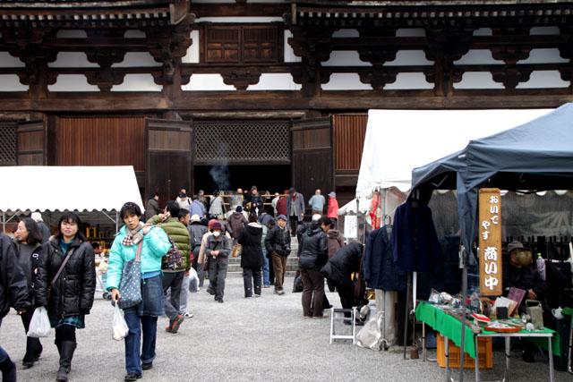 東寺 しまい弘法_e0048413_1872764.jpg