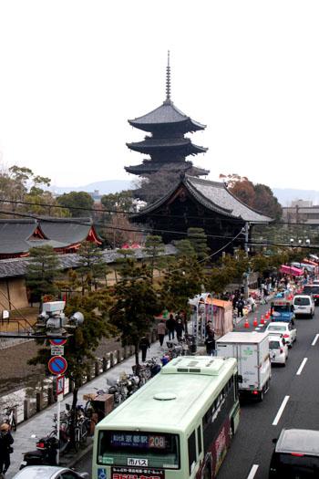 東寺 しまい弘法_e0048413_1883223.jpg