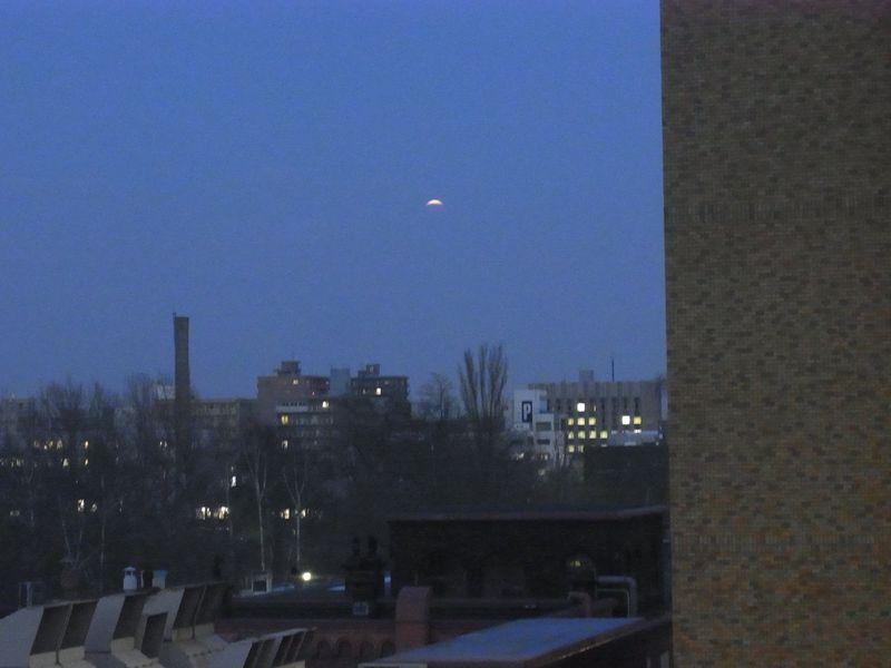 皆既月食始まりました_c0025115_16511390.jpg