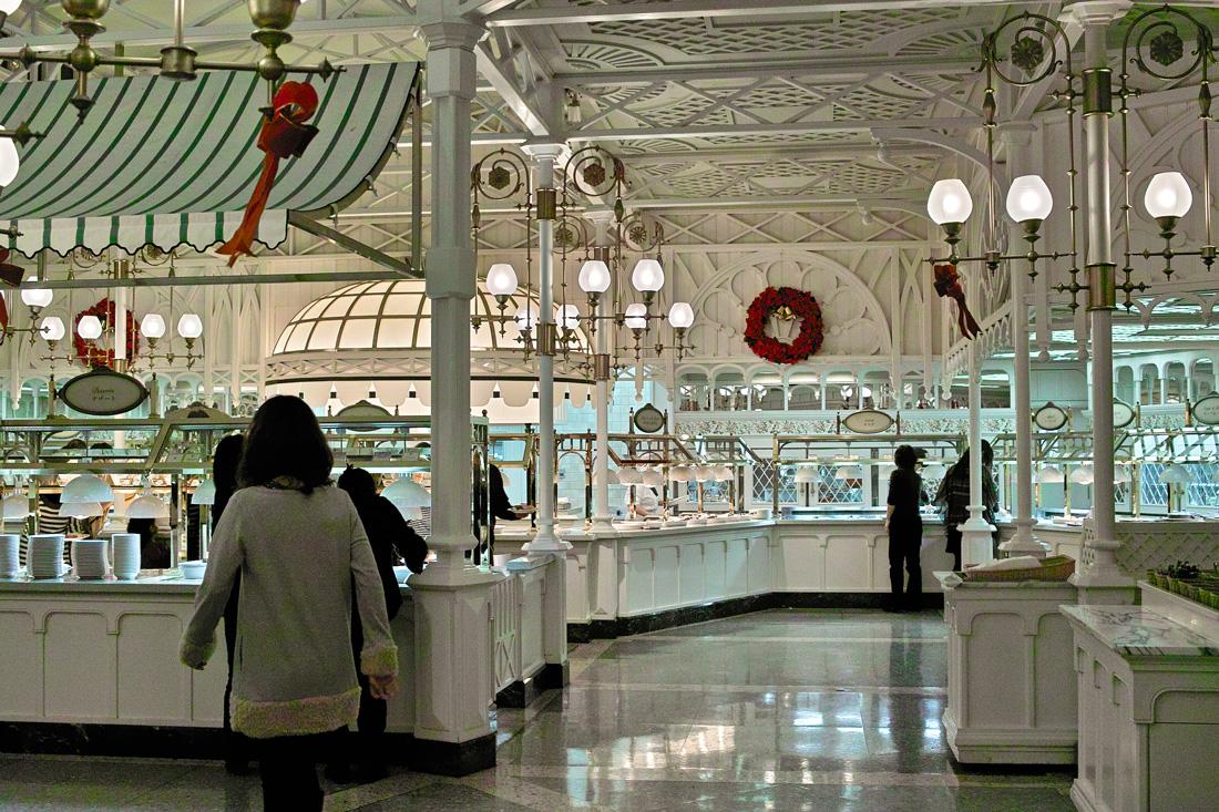 ディズニーランドのディナータイム~ Crystal Palace のクリスマス スペシャルブッフェ~_c0223825_1283148.jpg