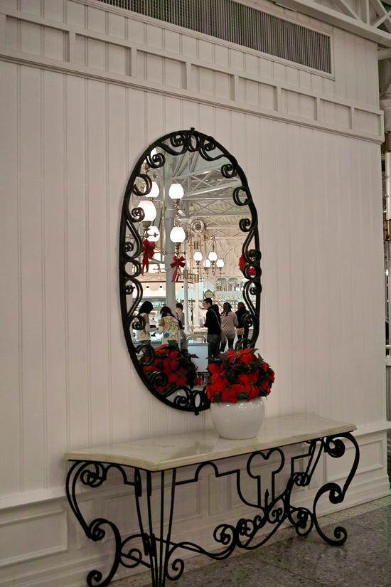 ディズニーランドのディナータイム~ Crystal Palace のクリスマス スペシャルブッフェ~_c0223825_222651.jpg