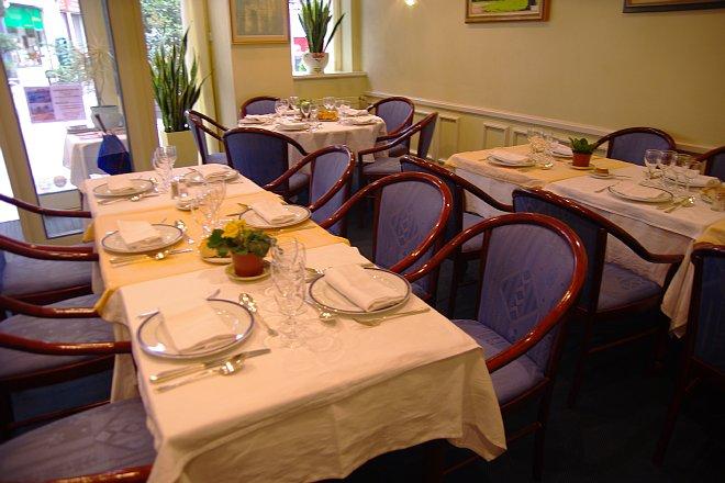 可愛いギャルソンのいるレストラン_e0171336_215176.jpg