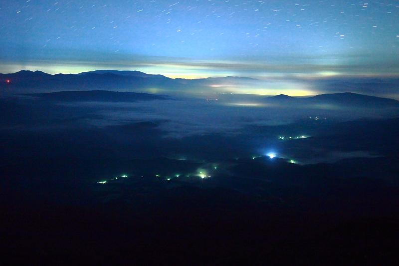 クローズアップ(夜の遠野盆地)_e0183063_16354464.jpg