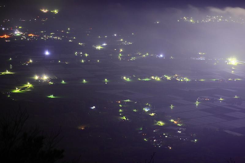 クローズアップ(夜の遠野盆地)_e0183063_16365692.jpg