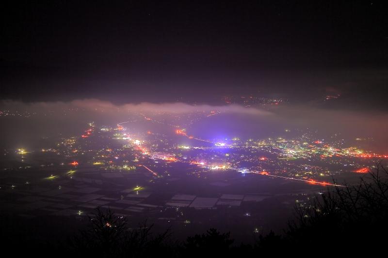 クローズアップ(夜の遠野盆地)_e0183063_16374075.jpg
