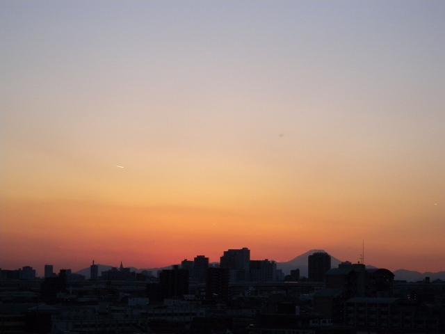 夕暮れの東京スカイツリーと富士山_e0089232_22201110.jpg