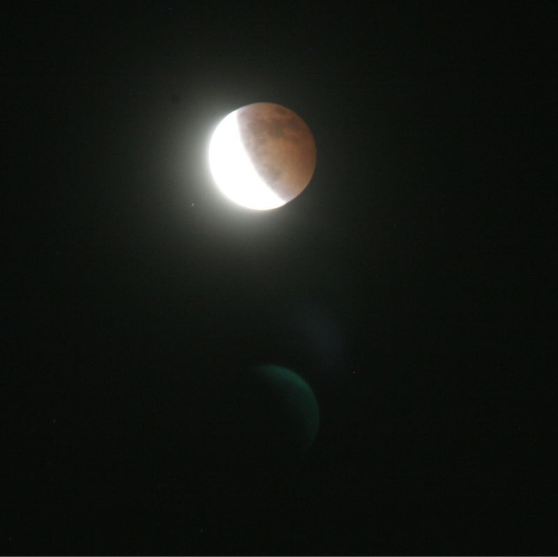 A total eclipse of the moon_e0014773_0203079.jpg