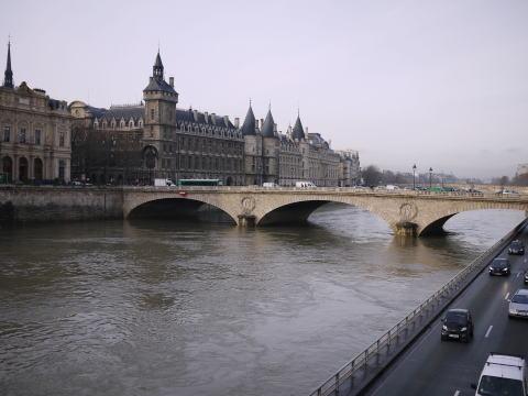 フランス滞在許可証更新&ペットショップの子犬たち_c0090198_3222363.jpg