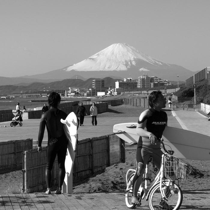 海と富士とサーファーと。。。_e0139093_13581840.jpg