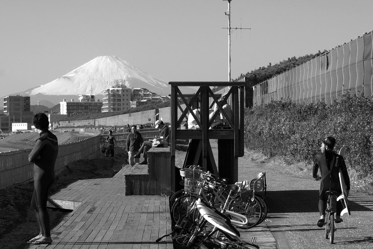 海と富士とサーファーと。。。_e0139093_13584122.jpg