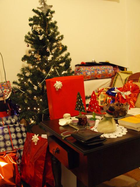 素敵なクリスマスを★★★ 家がプレゼントで溢れる・・・_c0179785_1634766.jpg