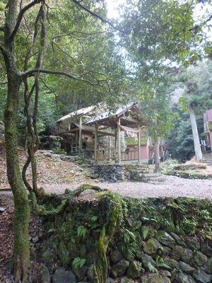 穂掛神社 にぎはやひの降臨した笠置山の麓 美しい渓流に聖地はあった_c0222861_18445275.jpg