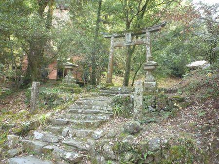 穂掛神社 にぎはやひの降臨した笠置山の麓 美しい渓流に聖地はあった_c0222861_1844597.jpg