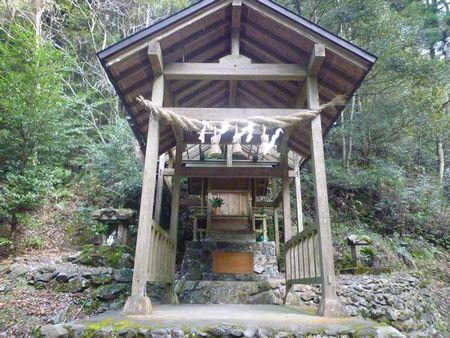 穂掛神社 にぎはやひの降臨した笠置山の麓 美しい渓流に聖地はあった_c0222861_18453110.jpg