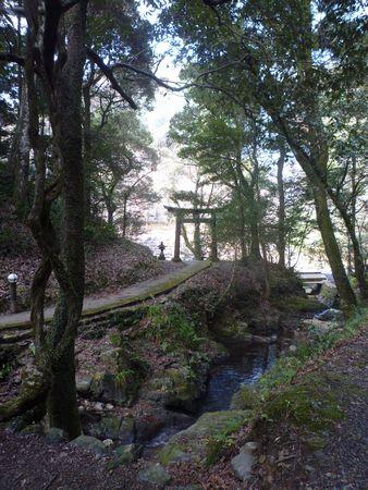 穂掛神社 にぎはやひの降臨した笠置山の麓 美しい渓流に聖地はあった_c0222861_18494862.jpg