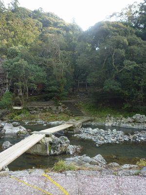 穂掛神社 にぎはやひの降臨した笠置山の麓 美しい渓流に聖地はあった_c0222861_1853770.jpg