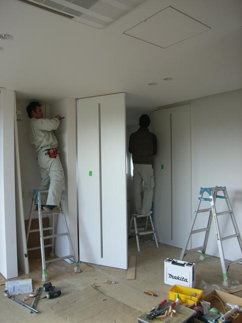 K邸ついに建具搬入・取付作業_b0186200_0331292.jpg