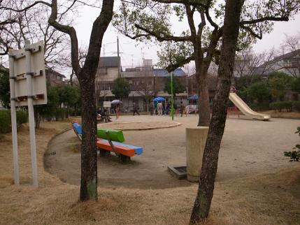 玉岡児童公園ものがたり前篇 桜が咲き、映画がまちにやって来た_c0069903_11163739.jpg