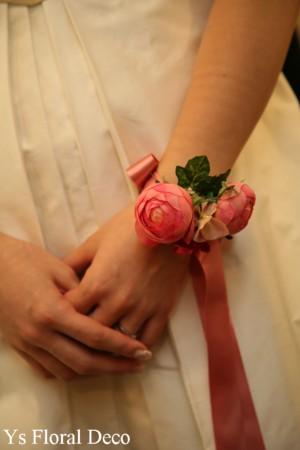 ピンク色のアクセサリーでお色直し 花冠とリストレット_b0113510_192928.jpg