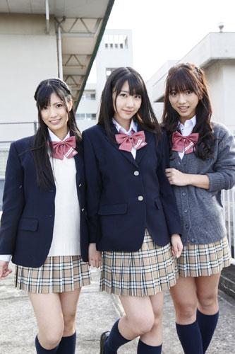 "AKB48の恋愛禁止条例違反!?""フレンチ・キス""が女子中高生400人と一緒にレコーディング!?_e0025035_12231357.jpg"