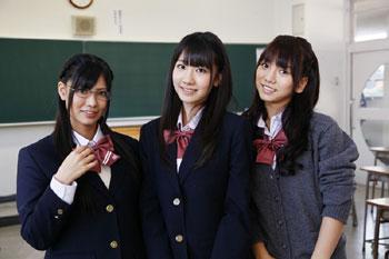 "AKB48の恋愛禁止条例違反!?""フレンチ・キス""が女子中高生400人と一緒にレコーディング!?_e0025035_12232754.jpg"