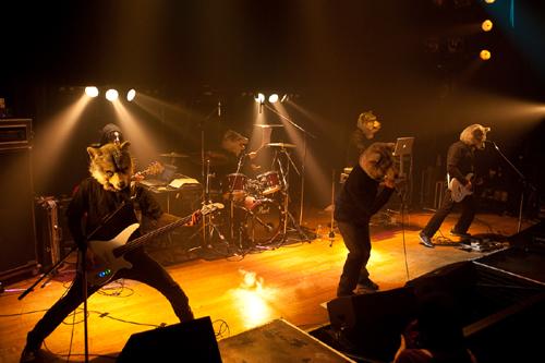 謎のオオカミ?バンド「MAN WITH A MISSION」渋谷に現る!!_e0197970_1161761.jpg