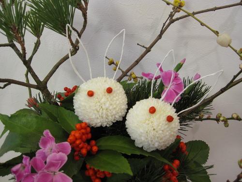 都倉生花店  お正月用「ウサギのアレンジメント」大好評_d0092262_21442994.jpg