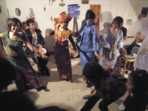興奮した!アトリエMIWA忘年会2010!!くもり空、ウスマンの豪華ライヴつき〜_c0131063_12333678.jpg
