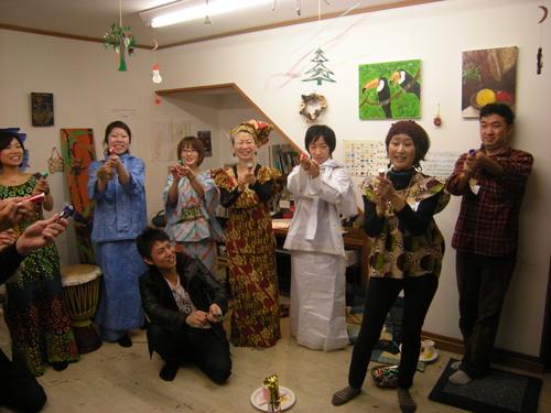 興奮した!アトリエMIWA忘年会2010!!くもり空、ウスマンの豪華ライヴつき〜_c0131063_12471750.jpg