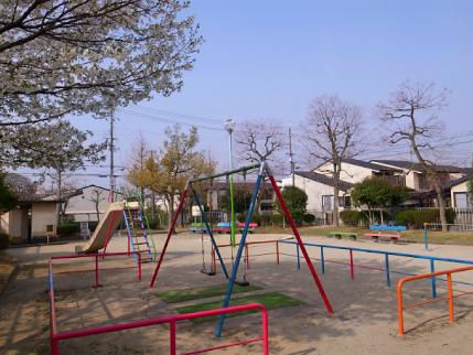 玉岡児童公園ものがたり後編・やがて芝生が青くなり祝祭が ー「公園のおじさん」岩根さんの軌跡_c0069903_8384493.jpg