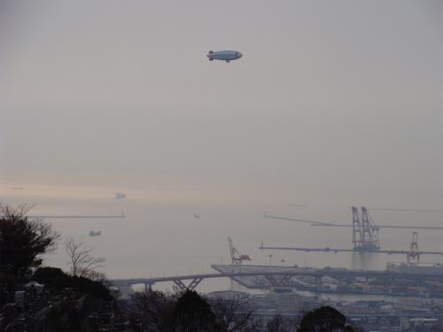 スヌーピーの飛行船を発見 ♪_f0223914_20305516.jpg