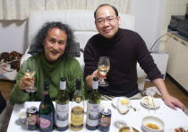 デザイナー・画家の横山ひろあきさん宅で新年会~お節料理+ルーマニアのワイン_f0006713_7383217.jpg