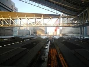 変貌する「大阪駅」と 「スカイビル」の展望台(空中庭園)_f0163730_054452.jpg