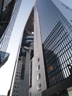 変貌する「大阪駅」と 「スカイビル」の展望台(空中庭園)_f0163730_0593348.jpg