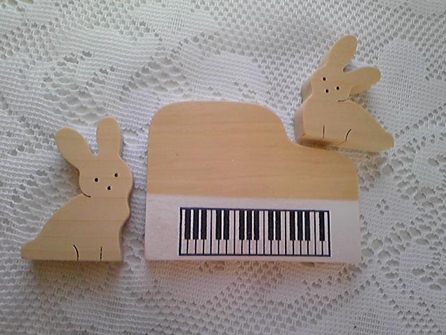 ピアノうさぎ組み木_d0165645_12564988.jpg
