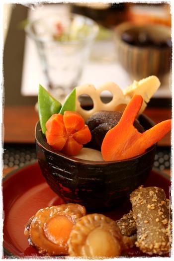 おせちレシピ・帆立の旨煮とお煮しめ 蓮根・人参の飾り切り_b0165178_222841100.jpg