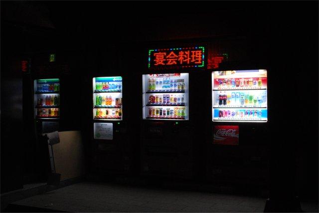2011年始の穂高神社の自動販売機_a0003909_0174635.jpg