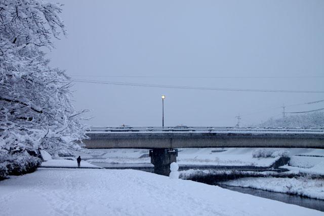雪景色 鴨川_e0048413_1685080.jpg