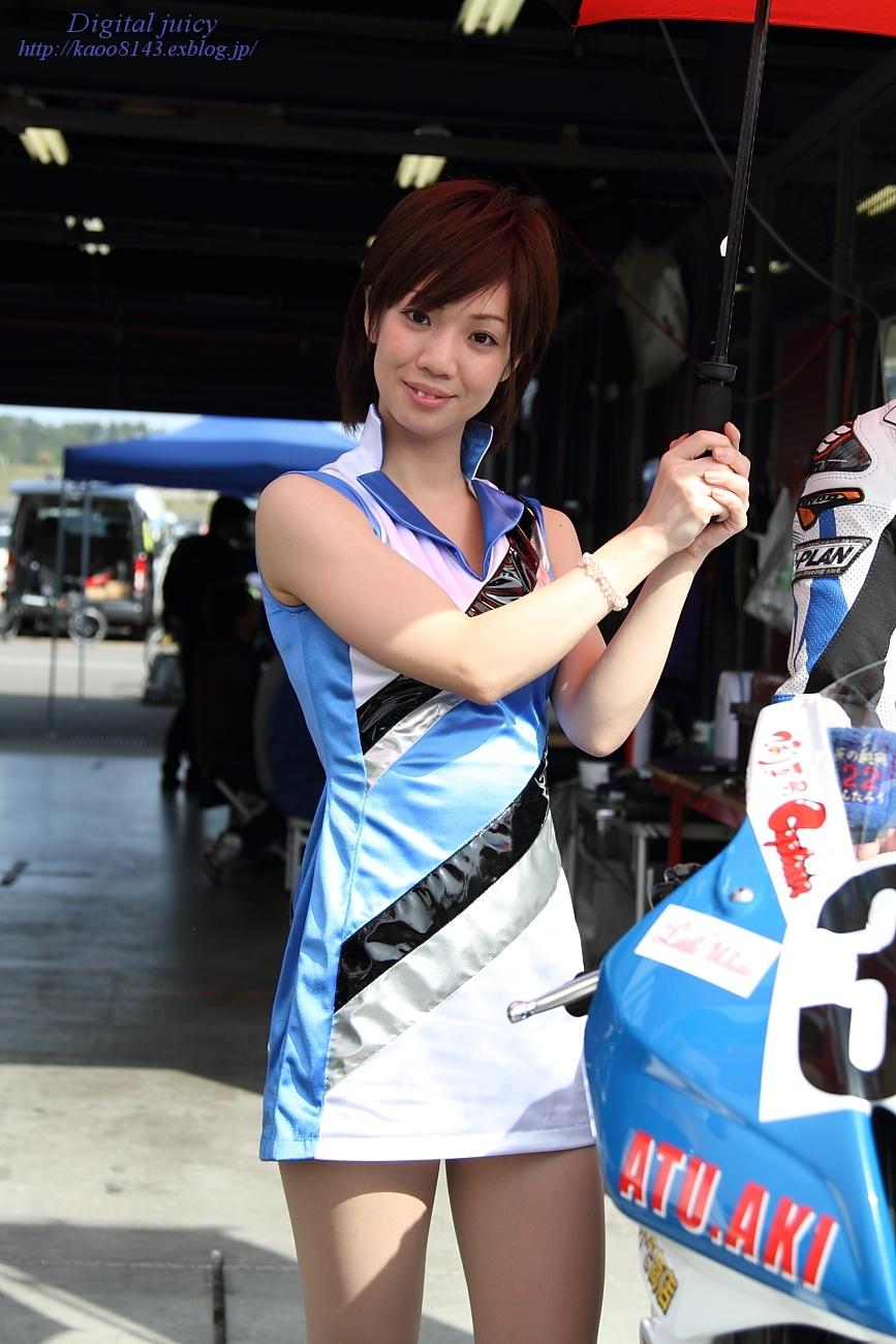 saki さん(ATU.AKI team しんたろう with KRT レースクイーン)_c0216181_22543263.jpg