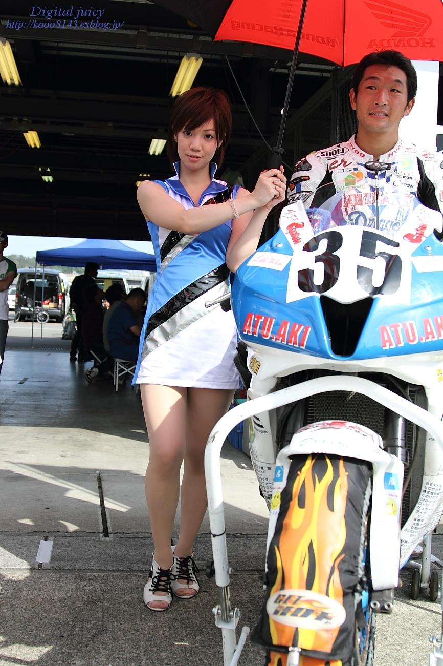 saki さん(ATU.AKI team しんたろう with KRT レースクイーン)_c0216181_22545897.jpg