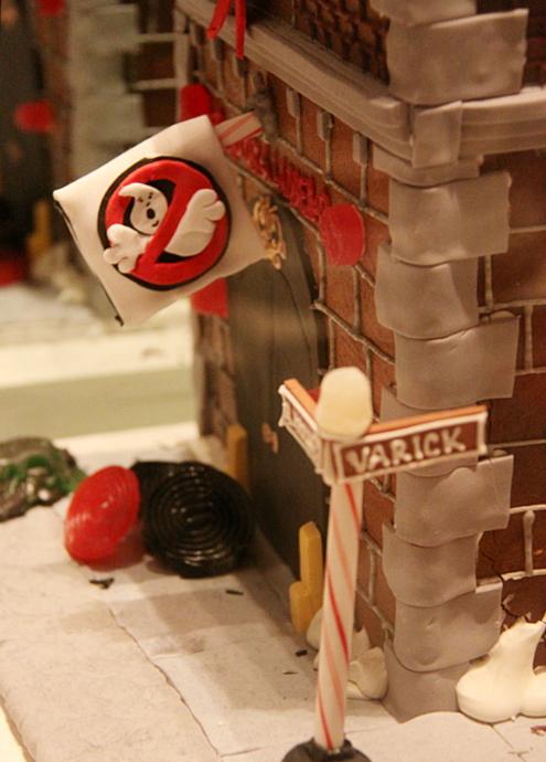 ニューヨーク映画のワンシーンをお菓子で再現! Gingerbread Extravaganza_b0007805_1543149.jpg
